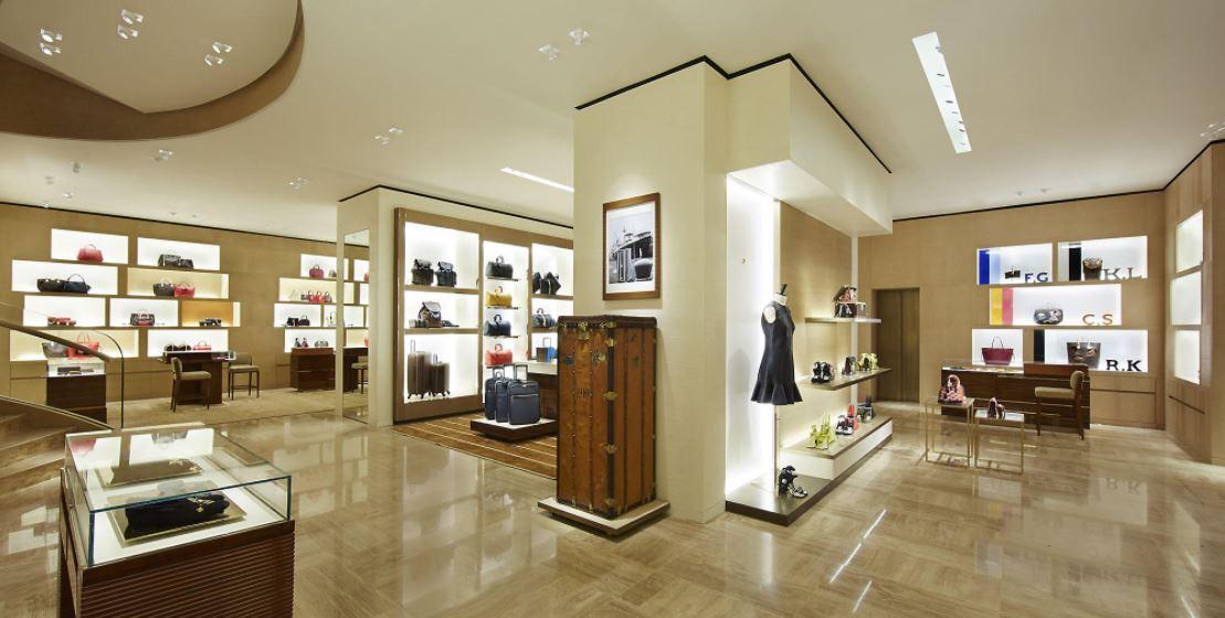 Đèn chiếu sáng và trang trí không thể thiếu trong thiết kế showroom