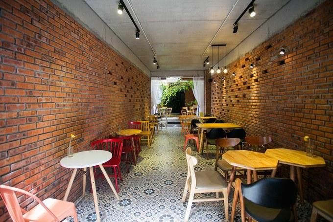 thiet-ke-quan-cafe-nha-ong-nha-pho