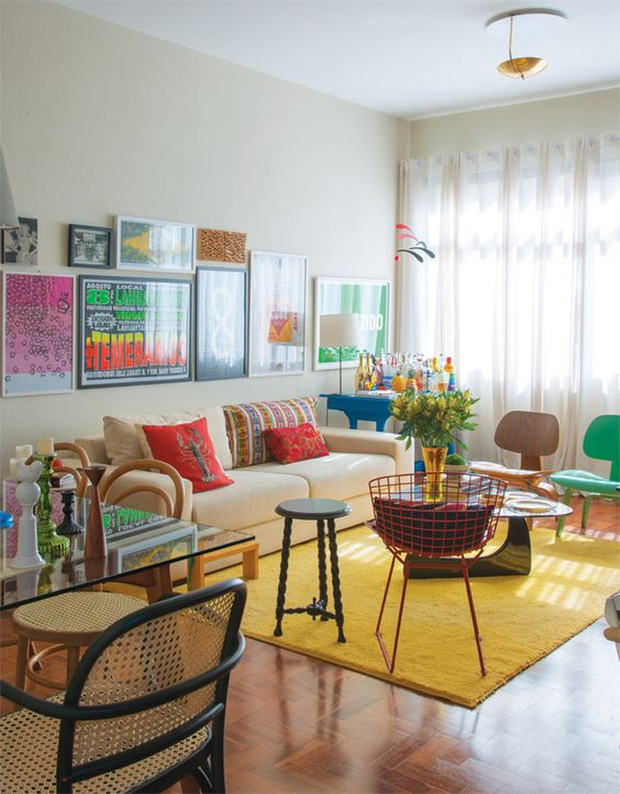 Thiết kế nội thất phòng khách nhiều màu sắc
