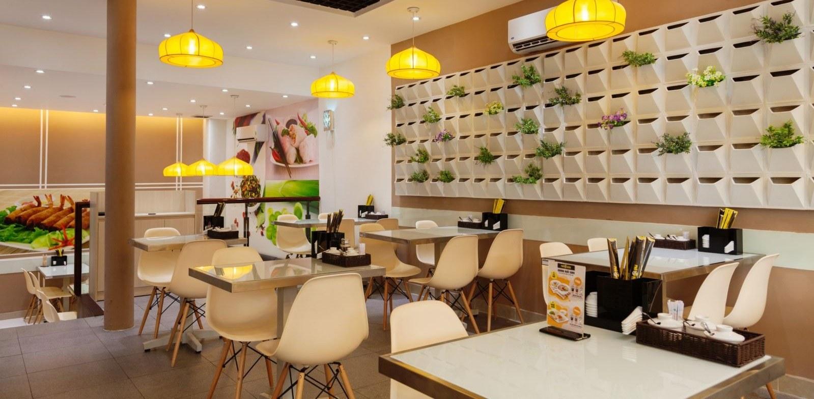 Thi công nội thất nhà hàng kết hợp không gian xanh