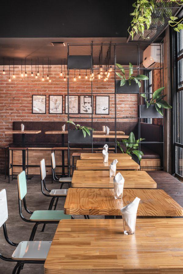 Thiết kế nội thất nhà hàng phong cách thô mộc