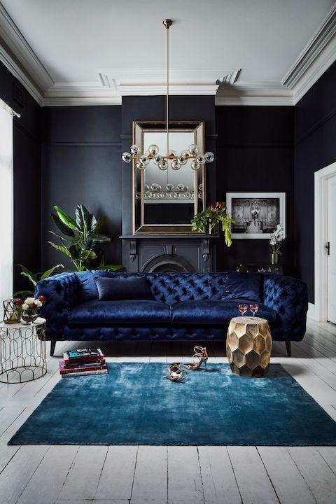 Thiết kế nội thất phòng khách phong cách cổ điển tối màu