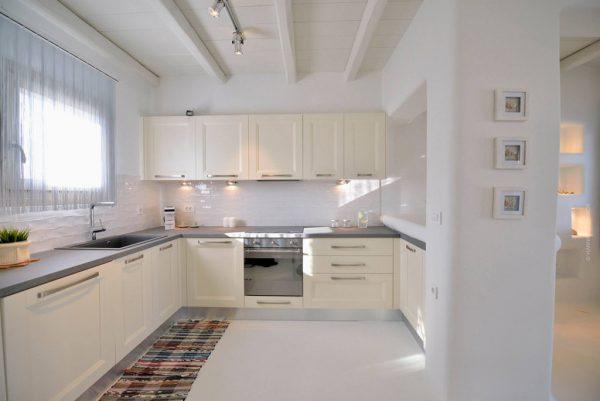 Thiết kế nội thất phòng bếp biệt thự phong cách Địa Trung Hải