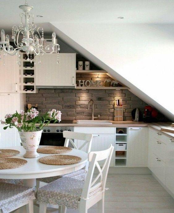 bếp dưới cầu thang
