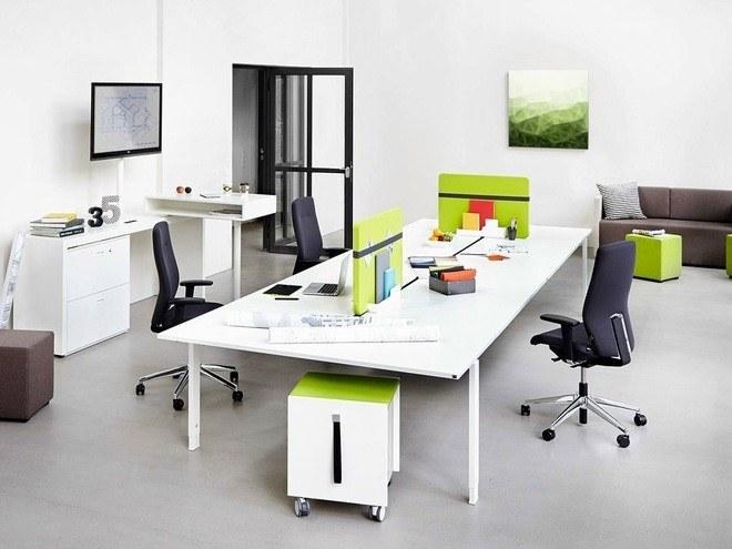 Tối ưu hóa không gian với thiết kế khu làm việc tập trung, 1 bàn và nhiều ghế