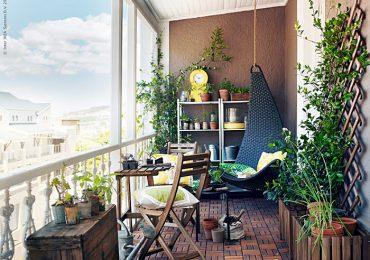 trang trí ban công chung cư bằng bàn ghế gấp