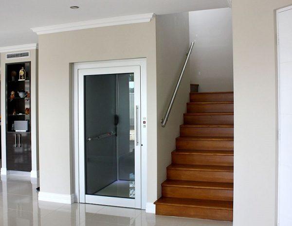 thang máy kết hợp thang bộ hiện đại