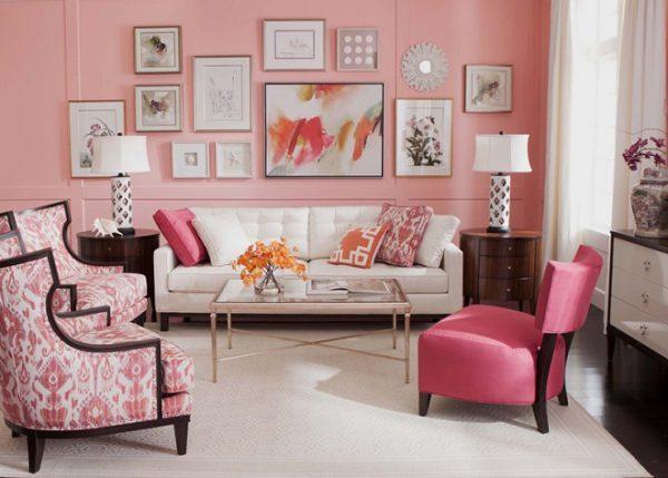 Phòng khách màu hồng với màu sắc sơn tường và đồ nội thất ấn tượng