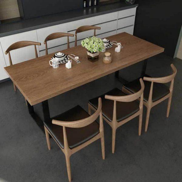 Mẫu bàn ăn gỗ tạo không gian ấm áp