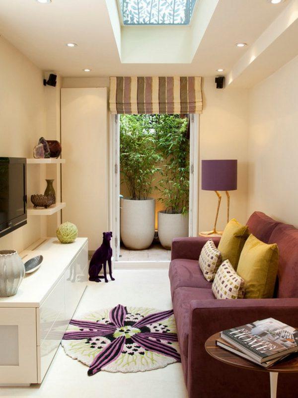 Phòng khách nổi bật với ghế sofa màu tím