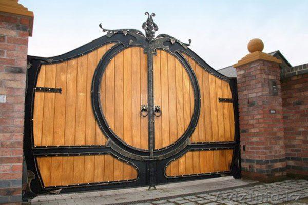 Cổng gỗ biệt thự phong cách châu âu