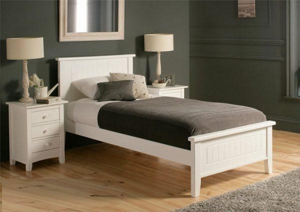 Giường nhựa màu sắc đơn giản