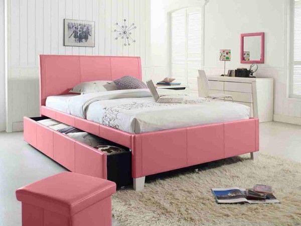 Giường nhựa hồng dành cho khách hàng trẻ tuổi