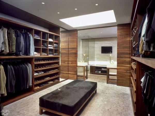 phòng thay quần áo được thiết kế rộng rãi