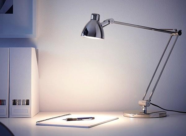 đèn bàn học màu xám tinh tế