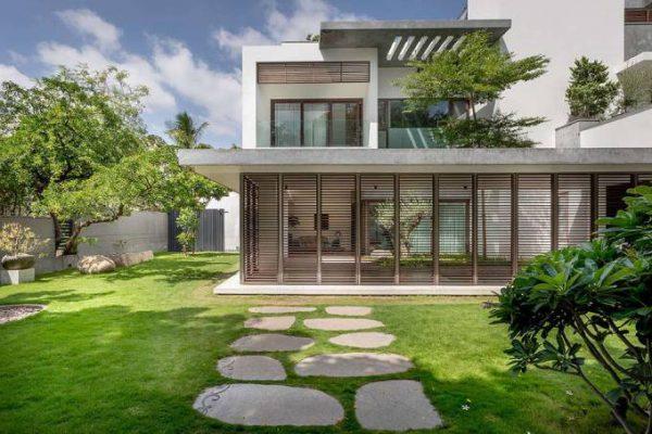 Khám phá mẫu biệt thự nhà vườn 2 tầng hiện đại với mái bằng