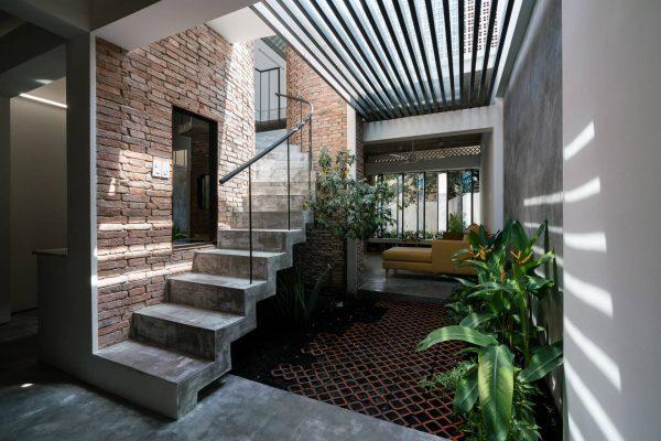 thiết kế đặt cạnh cầu thang