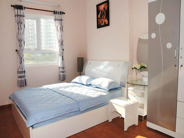 nội thất phòng ngủ diện tích nhỏ với giường đơn nhỏ gọn