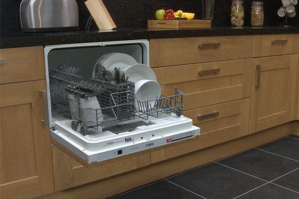 Thiết bị nhà bếp thông minh với máy rửa bát cỡ nhỏ