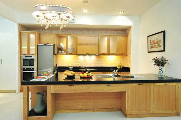 Thiết kế trần bếp cao và thoáng mát
