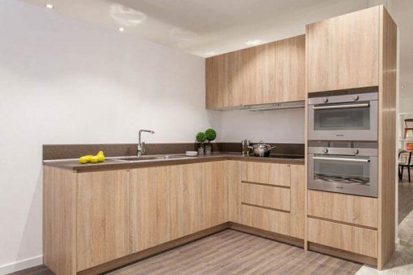 thiết kế tủ bếp đẹp, sang trọng với chất liệu gỗ công nghiệp