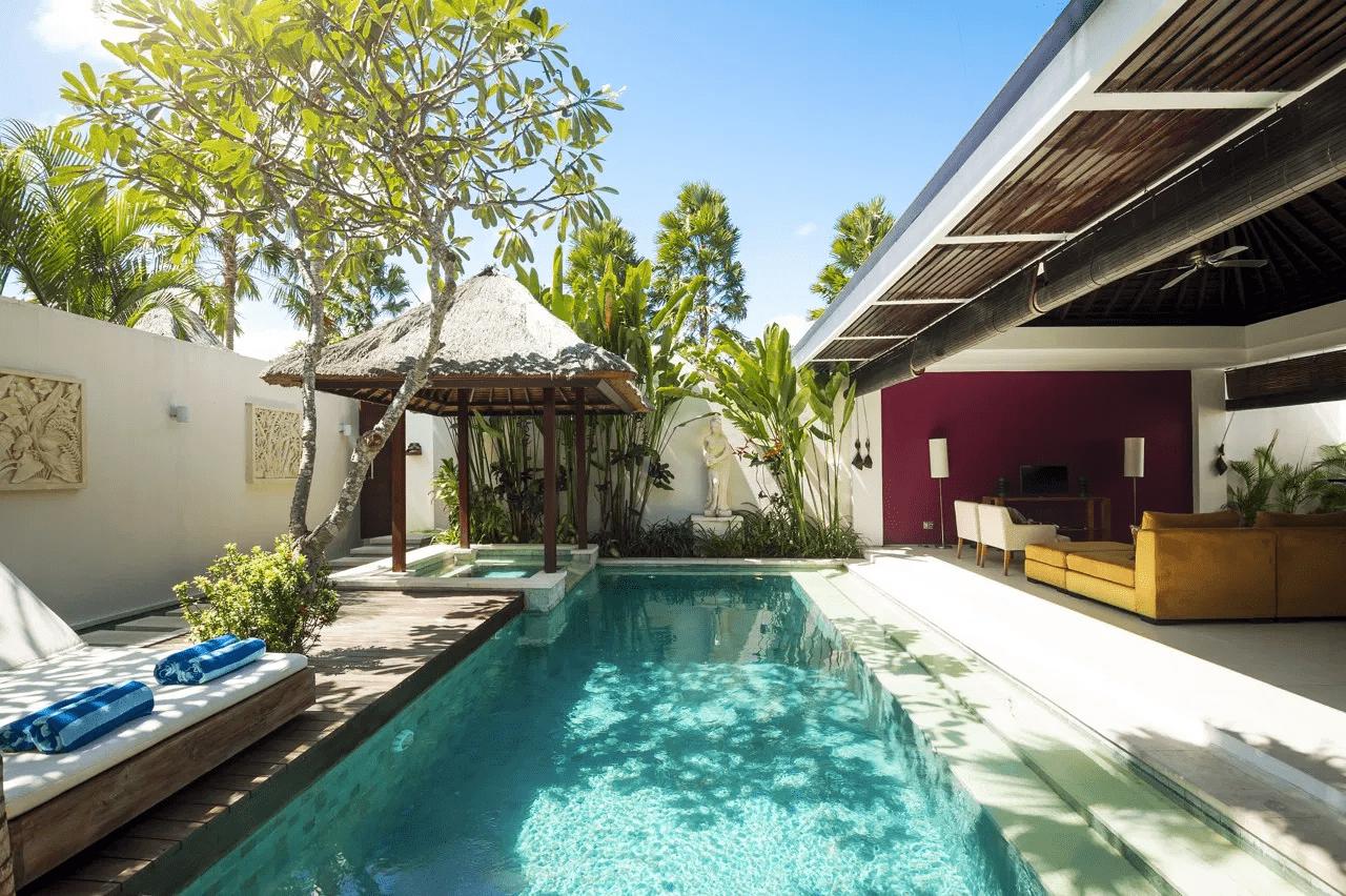 Biệt thự vườn có hệ thống cây xanh, hồ bơi được thiết kế hài hòa gần gũi