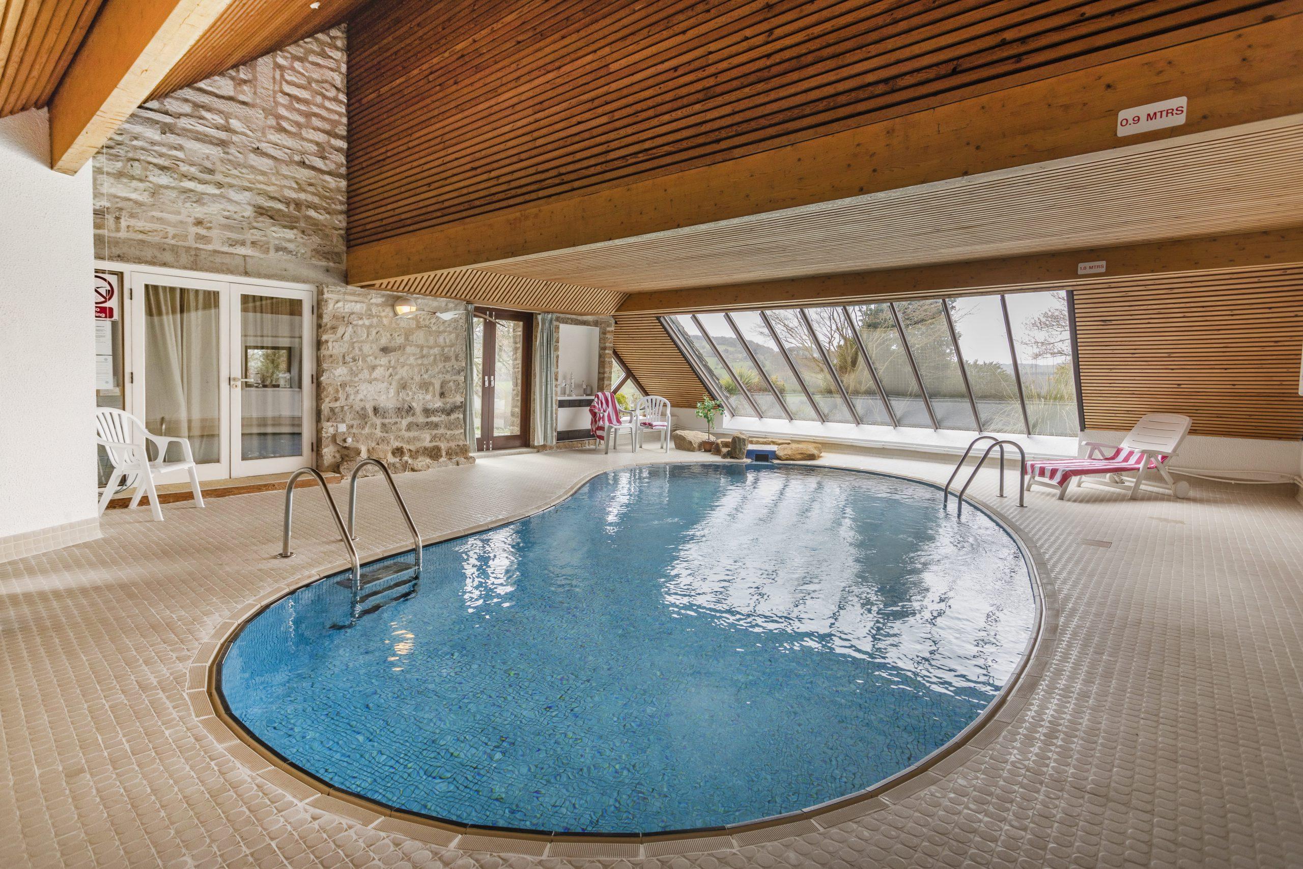 Lựa chọn thiết kế bể bơi phải đặc biệt chú ý đến hình dáng