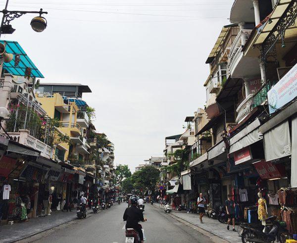 Những căn nhà trên phố cổ với đặc trưng là nhiều hộ dân sinh sống trên một diện tích khá nhỏ.