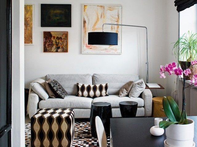 Trang trí căn nhà có điểm nhấn bắt mắt với những đồ trang trí như gối tựa sofa, rèm cửa