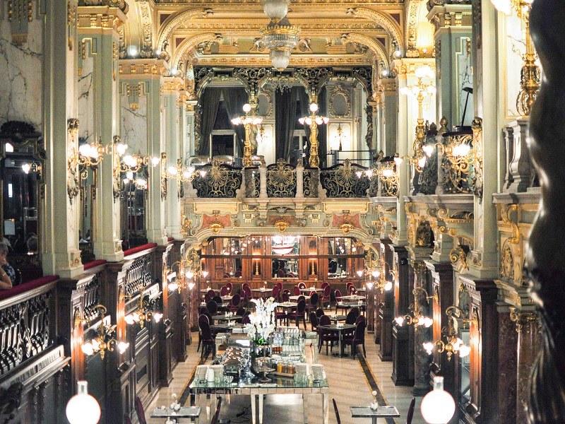 thiết kế quán cafe phong cách cổ điển sang trọng