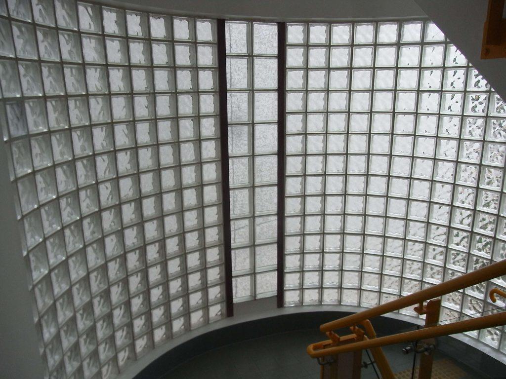 Gạch kính lấy sáng được làm từ khối thủy tinh