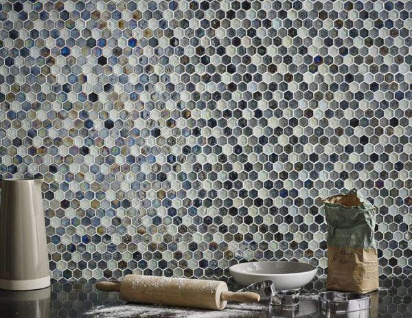 Với dải màu đa sắc cùng với khảm họa tiết lên bề mặt tạo ra những mẫu thiết kế đa dạng tinh tế tới từng viên gạch