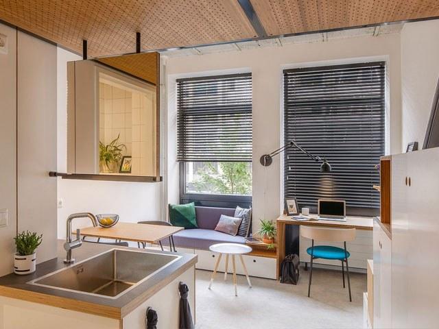 Phòng khách, bếp và bàn làm việc chung một không gian