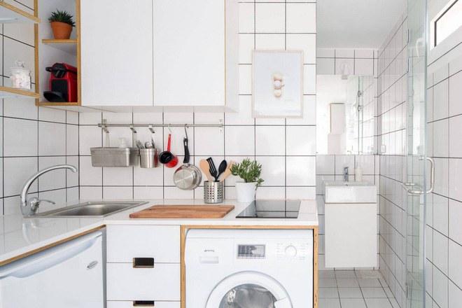 Góc bếp của thiết kế căn hộ mini 15m2 gọn thoáng giúp tiết kiệm diện tích