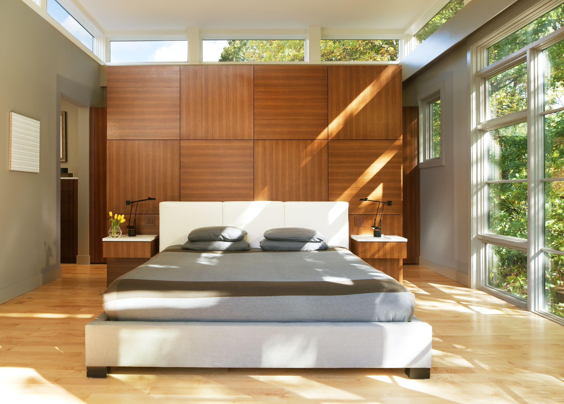 Thiết kế phòng ngủ đơn giản, tinh tế với tông màu ấm