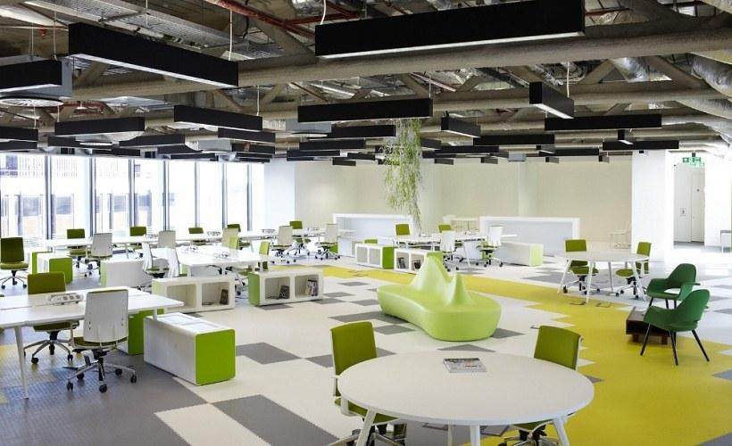 Thiết kế văn phòng không gian mở phá bỏ sự ngăn cách giữa không gian bên trong và không gian bên ngoài nơi làm việc